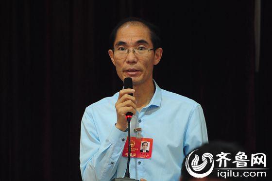 济南大学经济学院院长邢乐成提问。