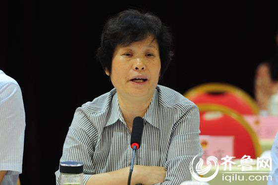 山東省教育廳廳長左敏進行解答。