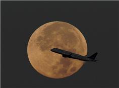 十五的月亮十六圆:超级血月、月全食上演