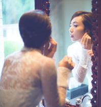 黄磊妻子晒相爱20年婚宴花絮照 多多陪妈妈梳头妹妹呆萌