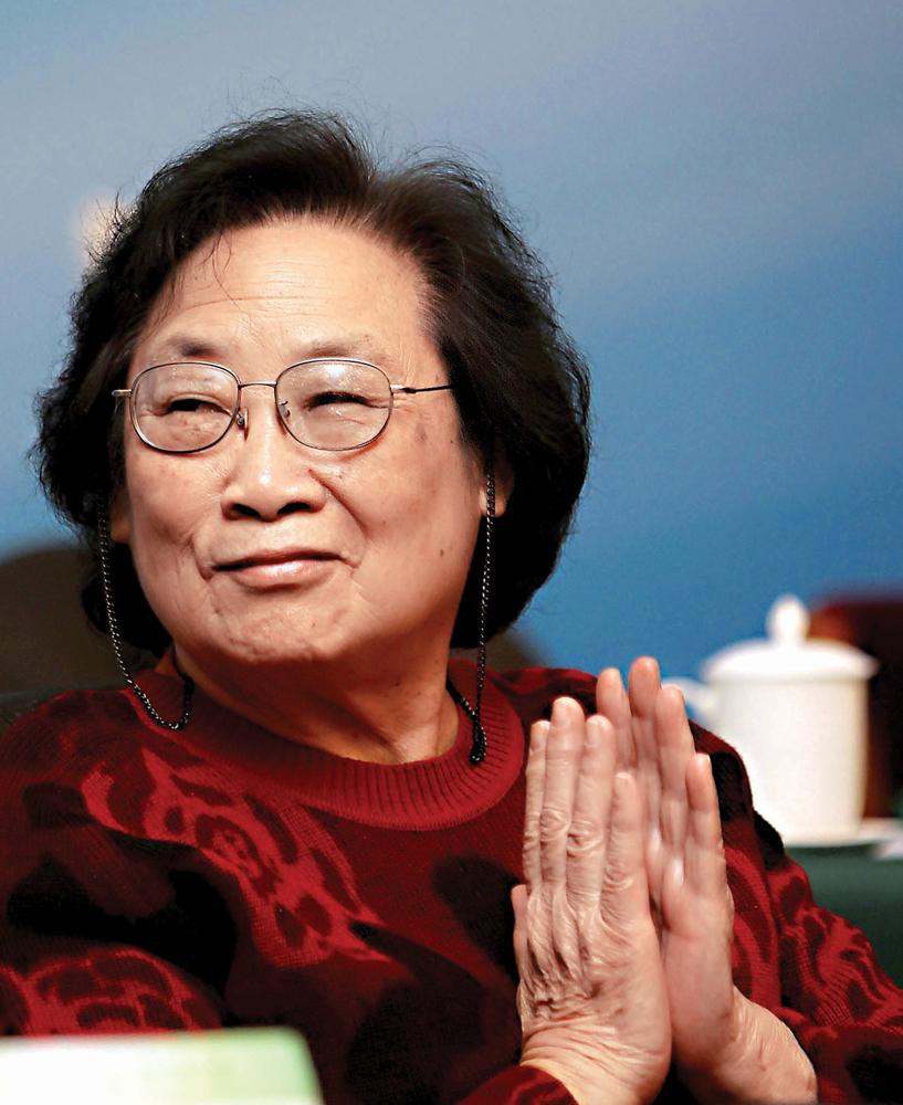 日呦呦屄_2011年11月15日,屠呦呦在北京出席中国中医科学院2011科技工作大