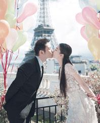 婚紗照來了!黃曉明baby巴黎鐵塔前擁吻 將愛妻扛肩頭
