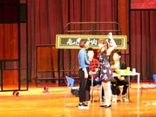 《既然青春留不住》话剧首演 800观众同经历15年青春