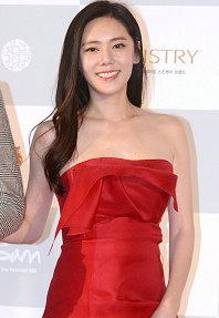 2015釜山电影节闭幕 众女星登上红毯秋瓷炫大秀性感