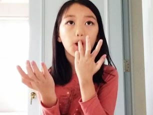 9歲李嫣玩美拍自曝正面照 教網友化粧曝王菲豪宅(圖)