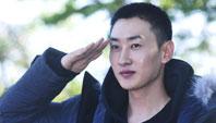 Super Junior银赫今日入伍 与成员拥抱送别眼眶含泪