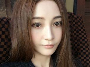 """姚笛晒罕见自拍庆杀青 网友评论仍提""""小三"""""""
