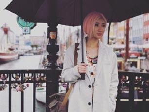 """与陈赫离婚近一年后再亮相 许婧一头红短发""""非主流"""""""