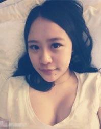 范志毅17岁女儿近照曝光 大眼睛美长腿身材傲人
