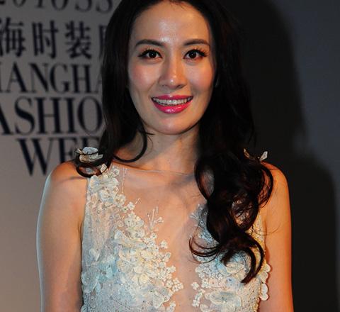 上海時裝週葉璇登台走秀對戒顯甜蜜 王李丹妮豪乳博眼球