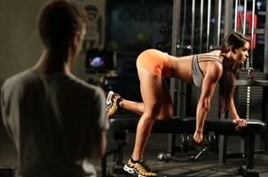 美女教練曬健身照