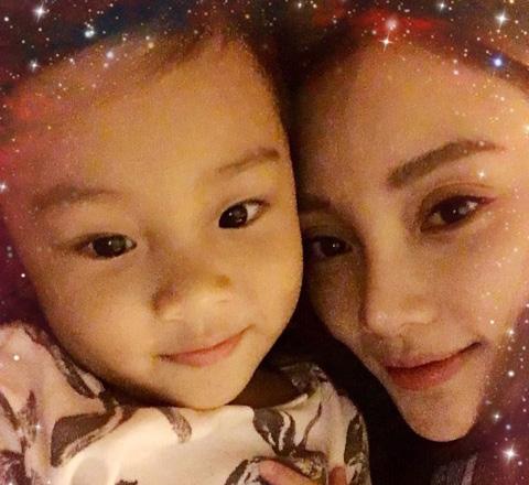 """甜馨迎3岁生日 图揭""""综艺一姐""""成长全纪录和经典语录"""