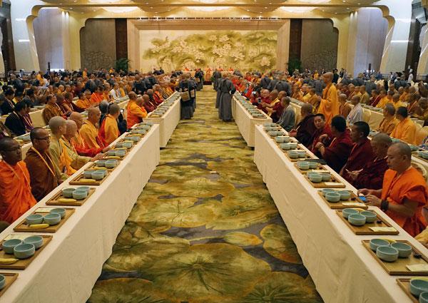 第四届世界佛教论坛午宴:千僧过斋 庄严震撼