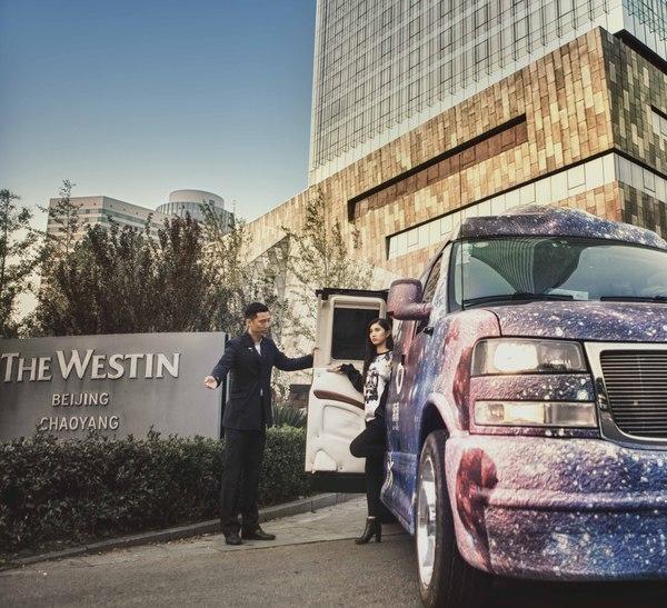 設計師張馳跨界合作改造房車亮相中國國際時裝週