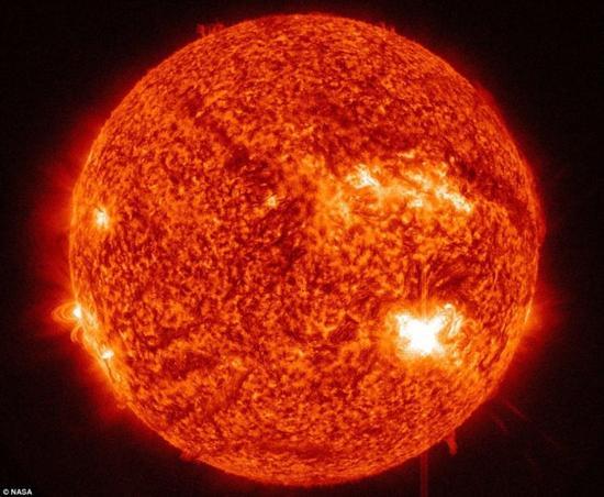 資料圖:太陽表面巨大冕環細節照