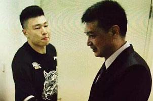 北京记者曝通道给李根颁奖是篮协定 和首钢无关