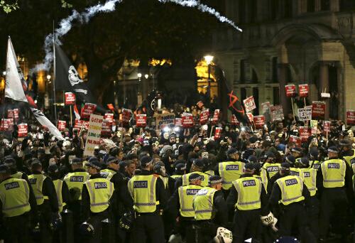 倫敦爆發反資本主義遊行 打砸商店燒警車