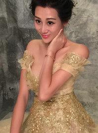 陈浩民怀四胎娇妻拍孕期写真 挺大肚露美胸似公主