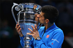 捧ATP年终第1,小德动情亲吻奖杯