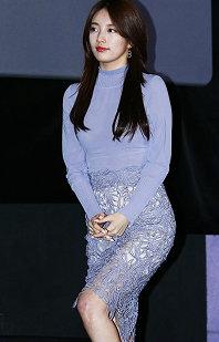 秀智出席《桃李花歌》見面會 紫裙亮相清新可愛