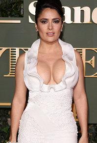 凯莉布鲁克走红毯自掀裙摆露底抢镜 莎尔玛海雅克狂秀美胸