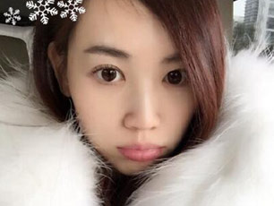 王宝强校花娇妻下雪天自拍 嘟嘴模样可爱(图)