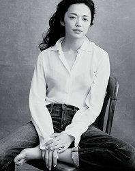 姚晨登世界頂級年歷封面 唯一華人面孔詮釋時代女性力量