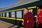 十一世班禅坐床20年来 首次乘火车抵达扎什伦布寺