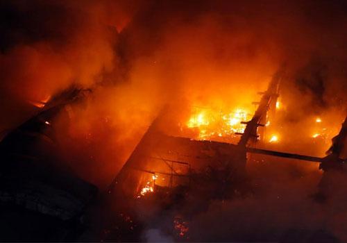 上海一糧油批發市場突發火災 火勢兇猛
