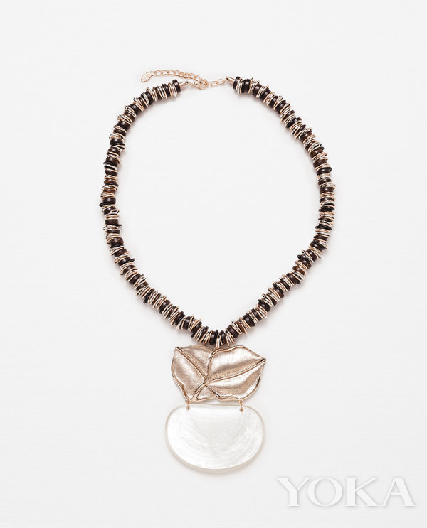 單品推薦:Zara金屬葉裝飾頸鍊 價格:99元