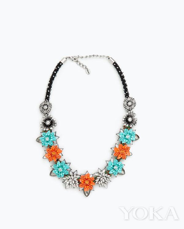 單品推薦:Zara瓷釉花朵項鍊 價格:99元