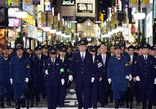 日本總警監率眾巡查歌舞伎町畫面