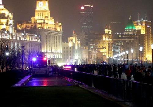 上海外灘取消跨年迎新 豎起鐵馬應對人流
