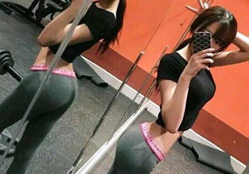 女網友曬性感健身照 極品身材惹人羨