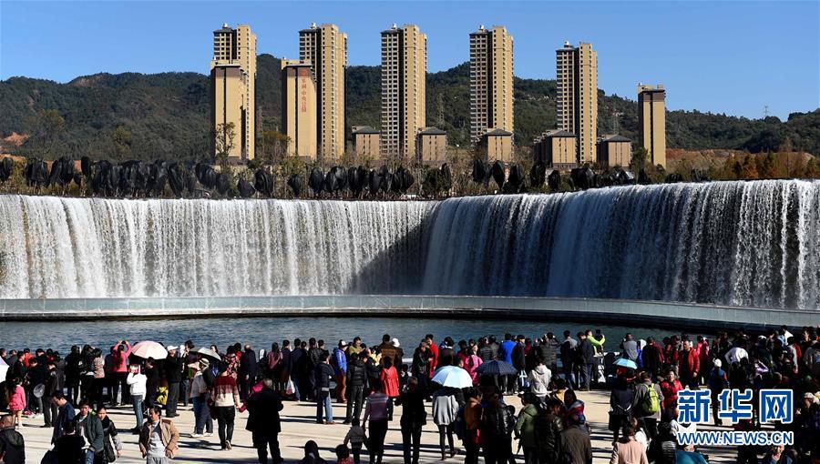 (社会)(1)昆明瀑布公园建成并免费开放