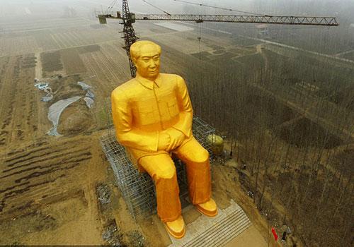 河南一农村耗资百万建巨型毛主席像