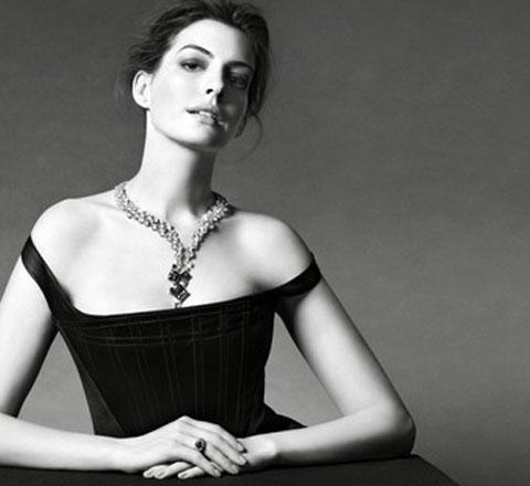安妮·海瑟薇最新珠宝大片曝光 演绎中国设计