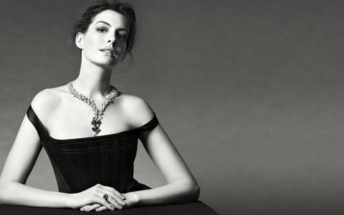 安妮·海瑟薇最新珠寶大片曝光 演繹中國設計