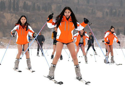 美女无裤滑雪 诱惑十足