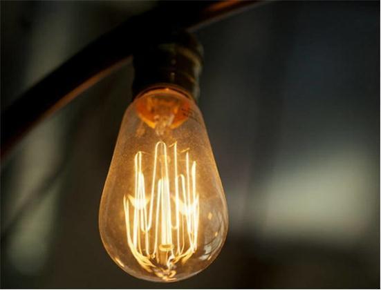 这款白炽灯泡能吸收自身热量发光 更加节能