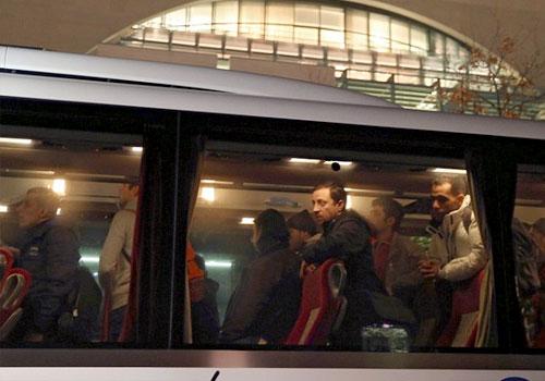 德国州长找车将难民运给默克尔:我们管不了