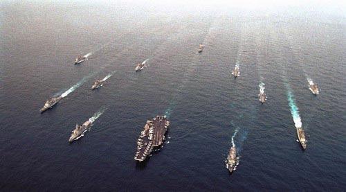 资料图片:美国航母编队在亚太炫耀武力