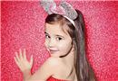 8岁失聪女孩 酷爱拍照小小年纪成名模