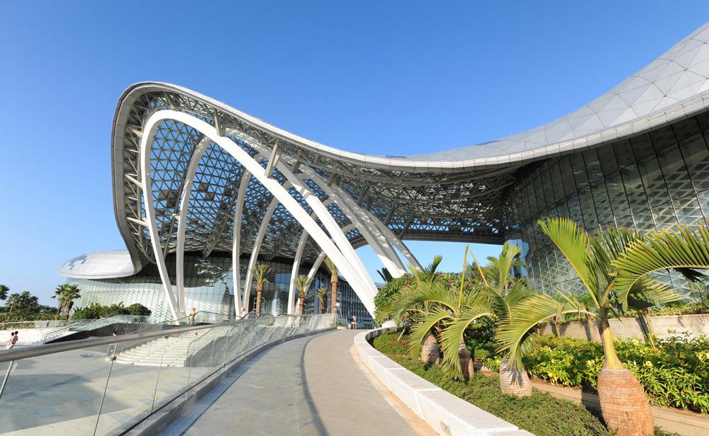 海南现有的三亚海棠湾免税店和海口美兰机场免税店获准开设网上销售