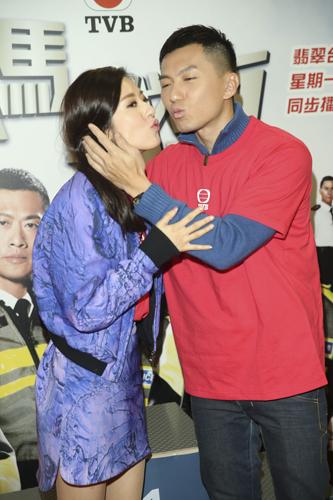 无线剧集《铁马战车》演员包括黄德斌,袁伟豪,唐诗咏等昨到观塘一室内