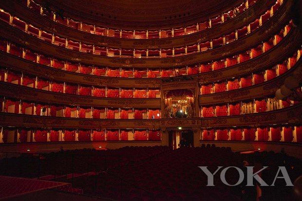 秀場選址於斯卡拉歌劇院(La Scala)