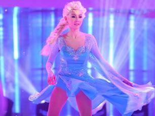 張柏芝芒果小年夜春晚演唱《冰雪奇緣》 變身冰上公主