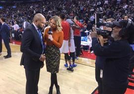 上瘾!美女记者狂晒与NBA大牌合影
