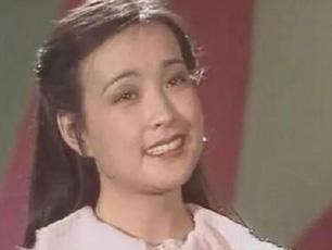 刘晓庆早年春晚青涩照曝光 穿粉色毛衣面庞圆润