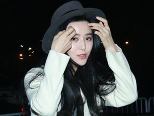 范冰冰整禮帽撩發美美噠 撇李晨與好友熱情擁抱聊不停